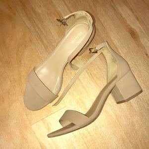 Nude tan chunky block heels / kitten heels sandals